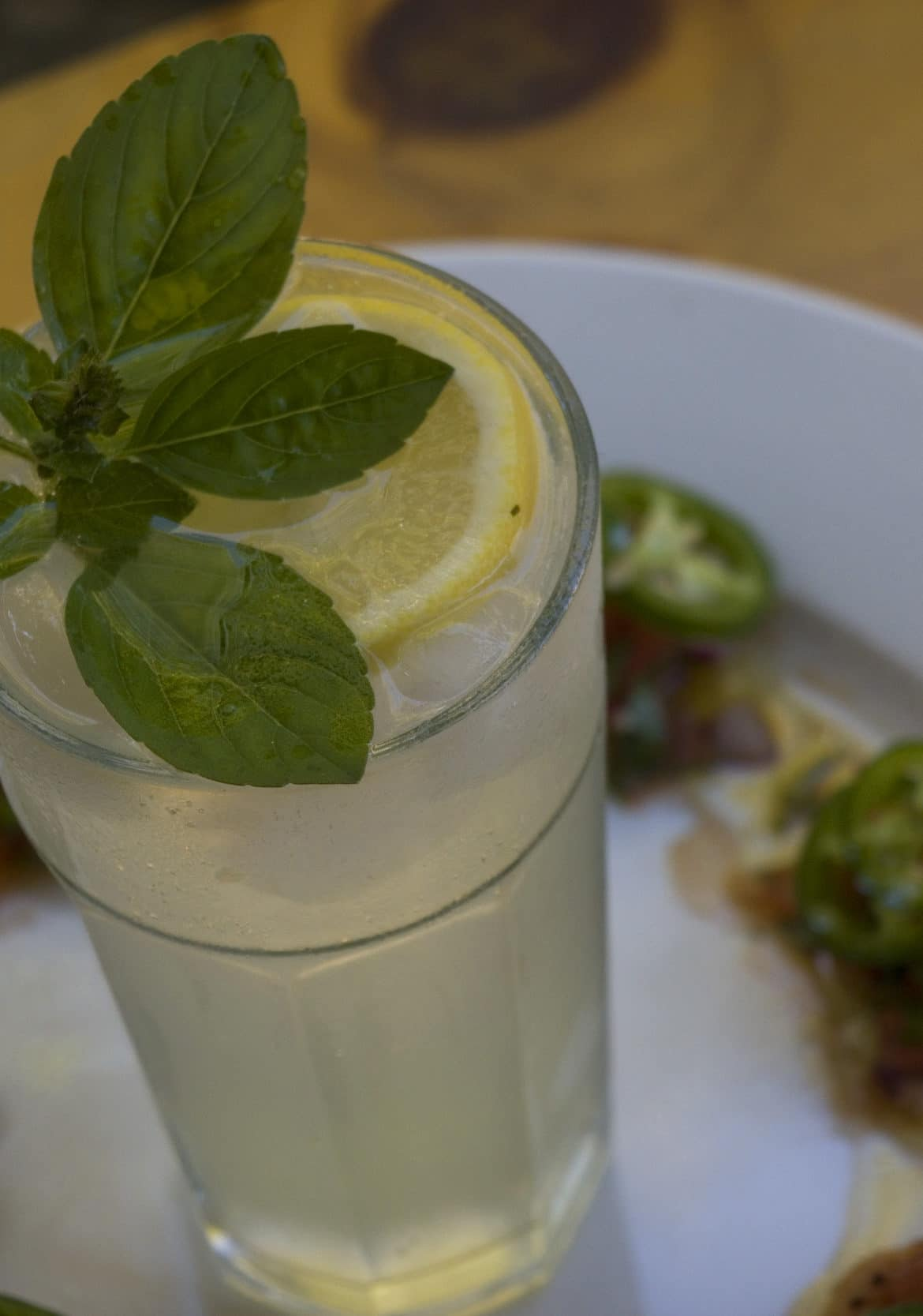 Tom Collins cocktail with scallops and pico de galo