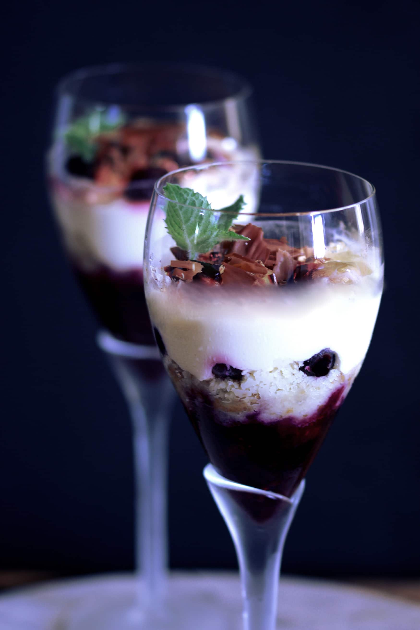Individual champagne jelly Christmas trifles (first video!)