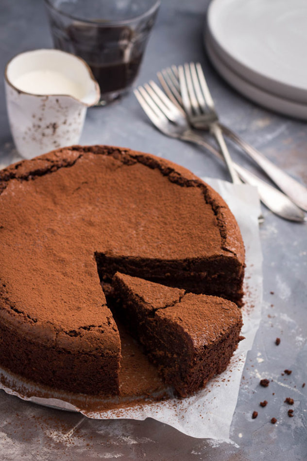 Rose from GimmeTaste.com shows us how to make an easy and delicious flourless chocolate cake. There is no reason not to try this recipe.