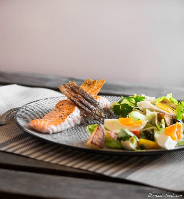 Crispy salmon Nicoise salad made extra crispy. Which goes perfectly with this wonderful, fresh salad Nicoise.