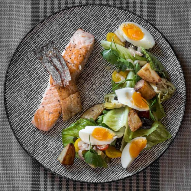 Crispy salmon Nicoise salad made extra crispy. Which goes perfectly with this wonderful, fresh salad Nicoise. I hope you enjoy!