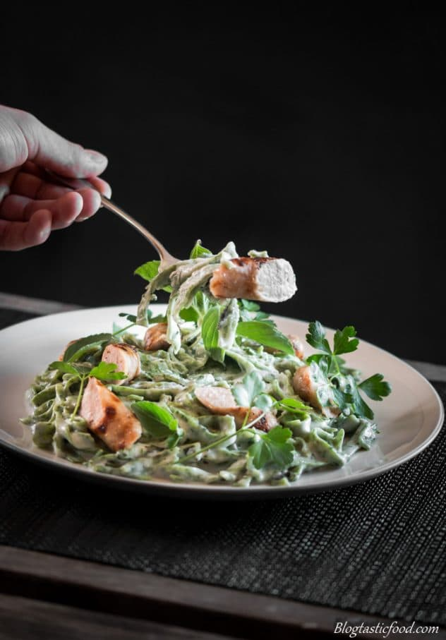 This fresh, green pasta is cheesy, it's filled with sausages, it's super tasty and it's a fantastic dish to feed mouths on St Patrick's Day. Give it a go!!