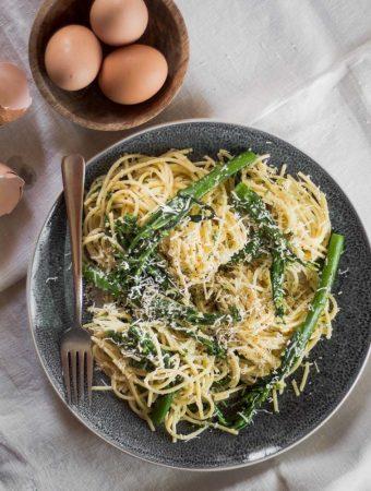 An overhead photo of broccolini spaghetti carbonara.
