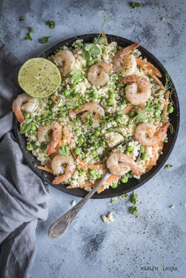 An overhead photo of a skillet filled with prawns, bulgur and vegetables.