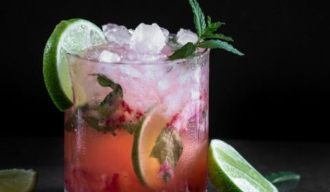 A strawberry mojito recipe presented in the form of a pin for Pinterest.