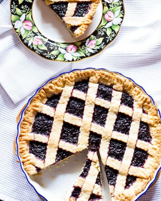 An overhead photo of a crostata served in a pie dish.