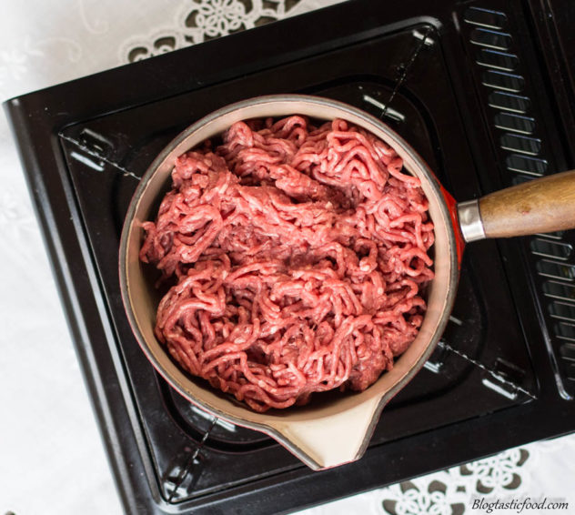 A small pot filled with raw beef mince.